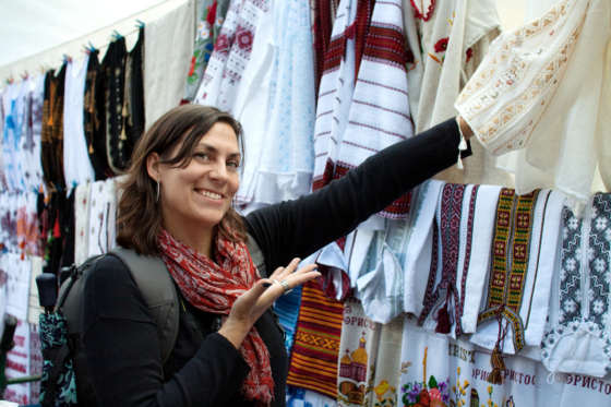 LVIV_UKRAINE_VERNISSAGE_EMBROIDERY_SHOPPING_GIRL_TRAVELLER