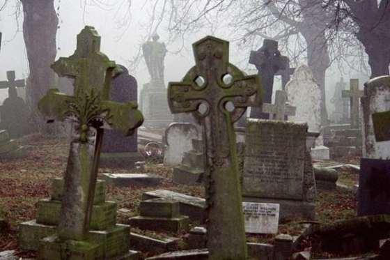 ghouls-ghosts-graveyards_1