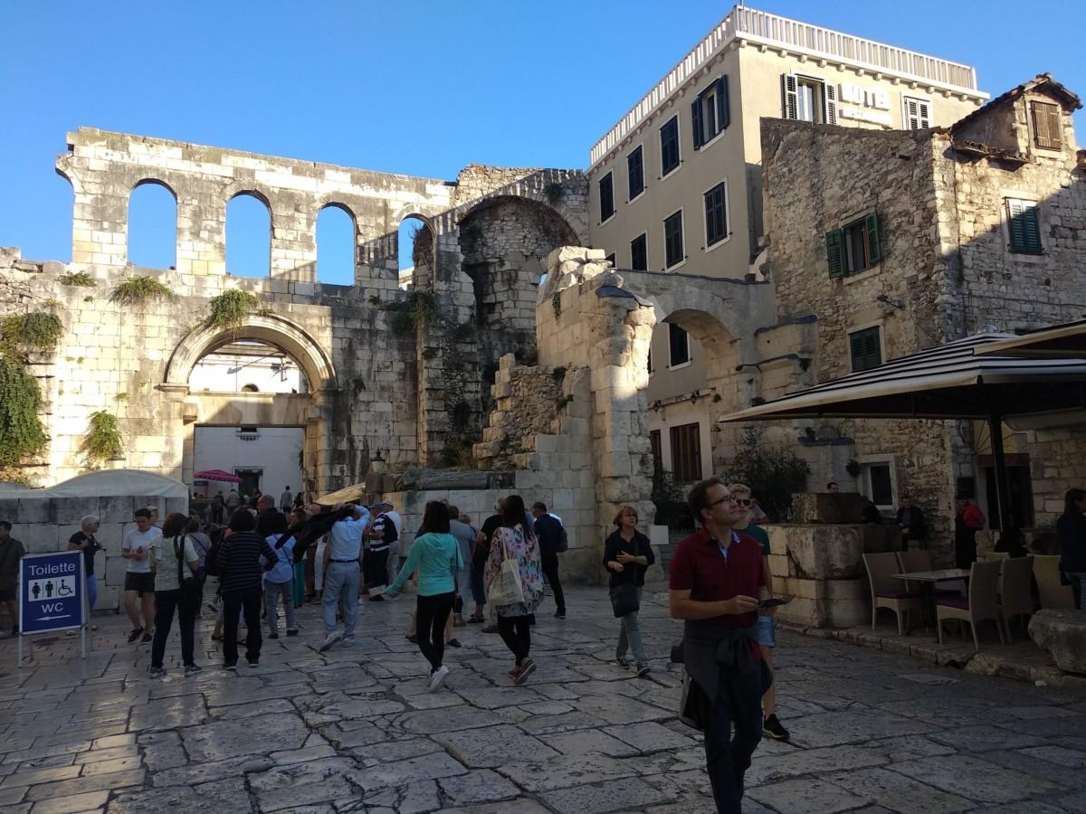 SPLIT_CROATIA_STREETS_DIOCLETIANS_PALACE_SL (4)