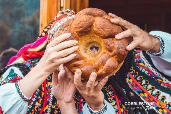 HUTSUL_WEDDING_BUKOVETS_SB_COUPLE_BREAD_FOLK (28)
