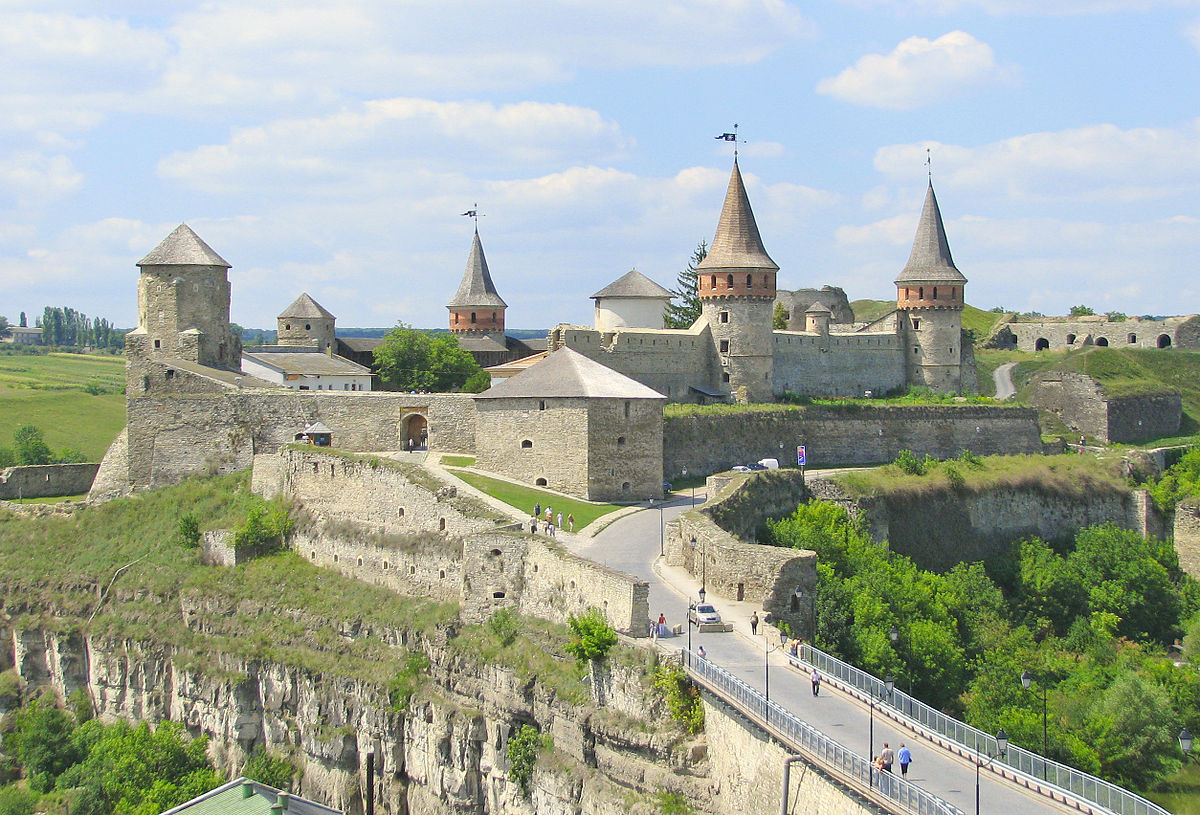 HIGHLIGHTS_OF_UKRAINE_TOUR_KAMIANETS_CASTLE